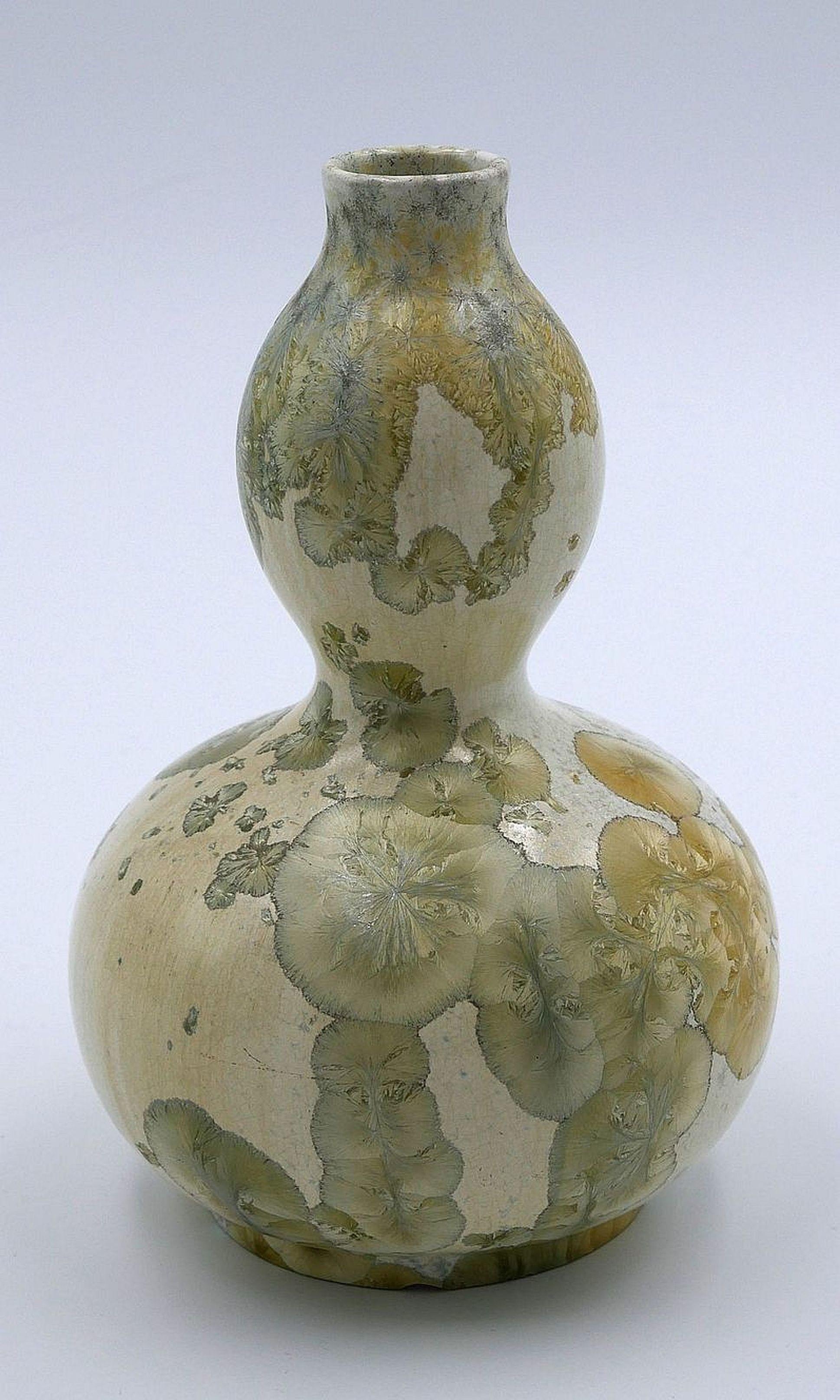 Kleine Vase in Kürbisform